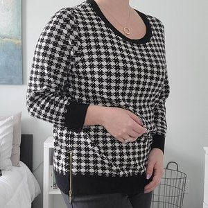 Houndstooth knit sweater with gold zipper detail